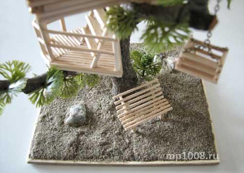 Дерево растет в песке